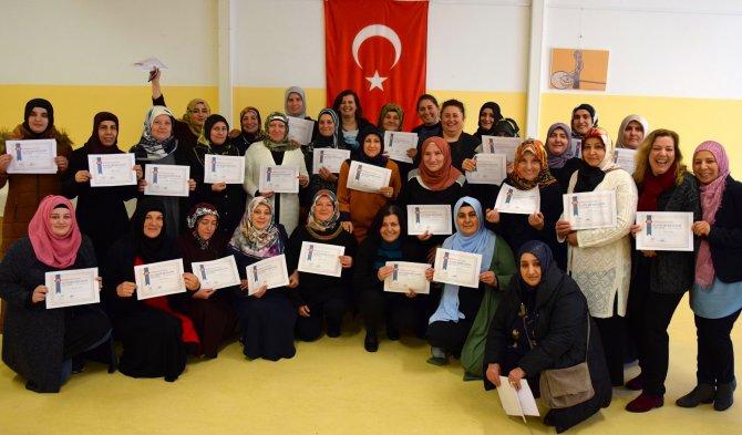 Almanya'da 169 Türk kadın bilgisayar sertifikası aldı