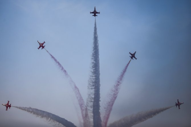 Eurasia Airshow, Türk Yıldızları'nın gösterisiyle sona erdi