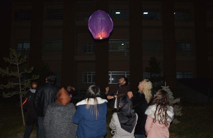 Lösemili çocuklar için dilek feneri uçurdular