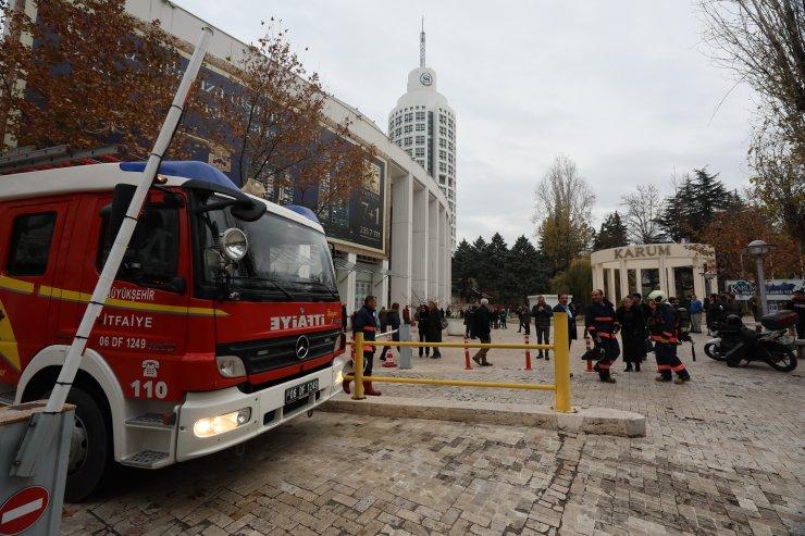 Başkentte AVM'de yangın paniği