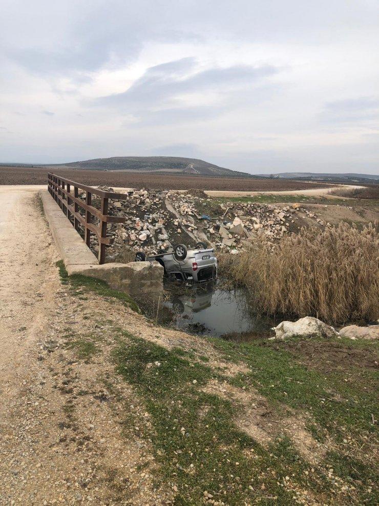 GÜNCELLEME - Manisa'da dereye devrilmiş araçta ceset bulundu