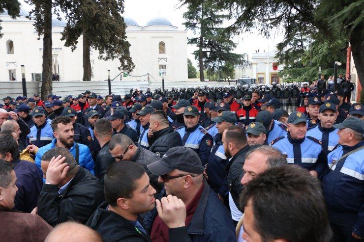 Arnavutluk'ta hükümet karşıtı protestoda gerginlik