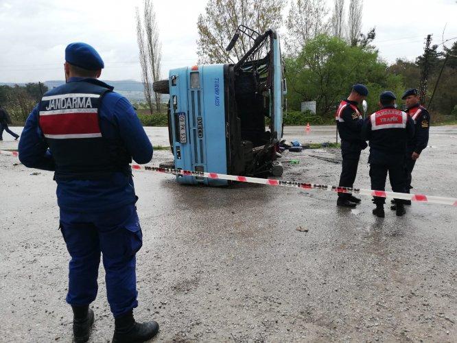 Manisa'da tarım işçilerini taşıyan midibüs kamyonla çarpıştı: 1 ölü, 12 yaralı