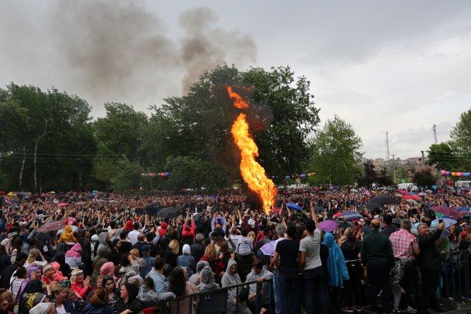 Kakava ateşi sağanak altında yandı