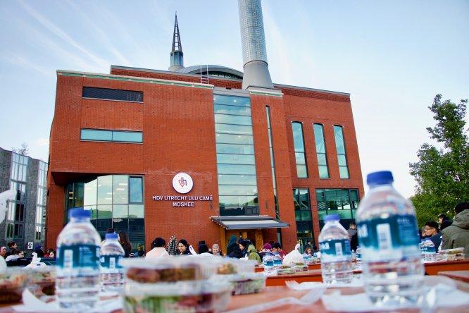 """Hollanda'da """"Cami Meydanı""""nda sokak iftarı"""