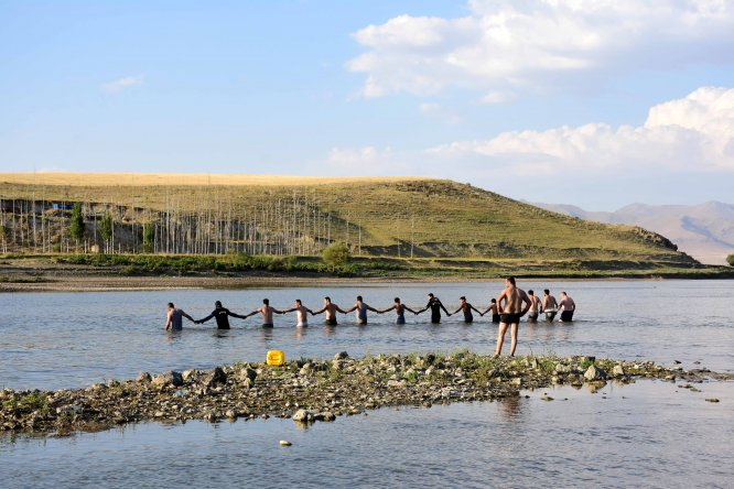 Murat Nehri'ne giren çocukların boğulması