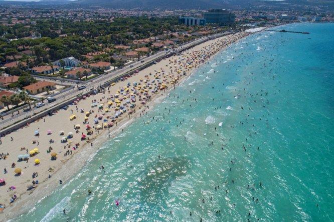 İzmir sahillerinde bayram tatili yoğunluğu