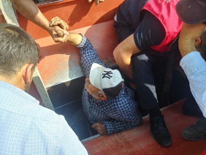 Sivas'ta patoza ayağı sıkışan çiftçiyi itfaiye kurtardı