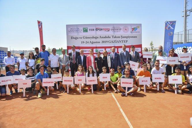Tenisçiler Gaziantep'te buluştu