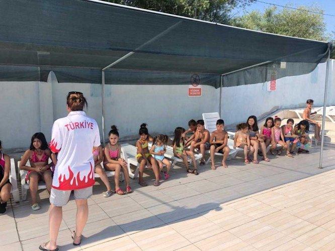 Mihalgazi'de yüzme kursları sürüyor