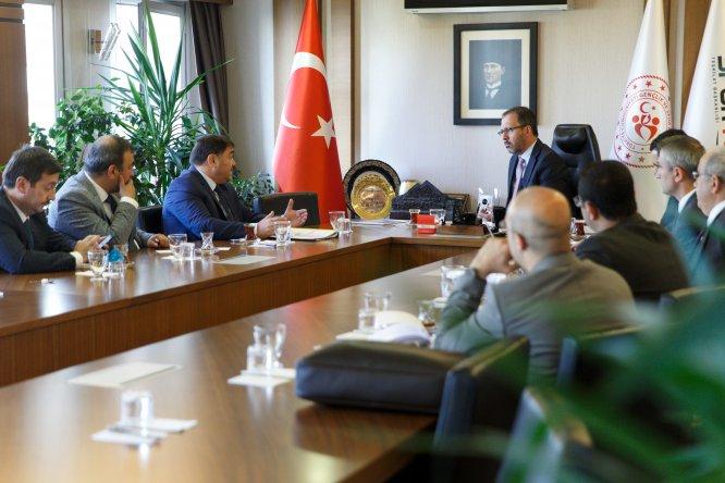 Bakan Kasapoğlu, federasyon başkanlarıyla bir araya geldi