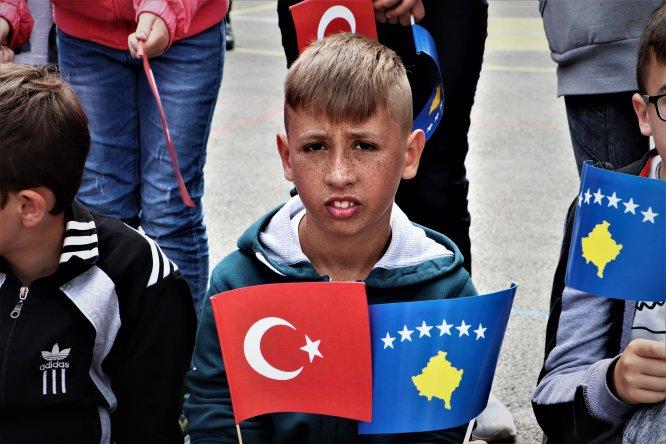 Image result for Türk askeri Kosova'da köy okulu onardı