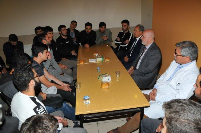 Başkan Akkaya üniversiteli gençlerle buluştu