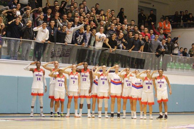 Kadın basketbolculardan Mehmetçiğe selam