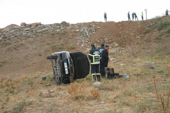 Ehliyetsiz sürücünün kullandığı otomobil uçuruma yuvarlandı: 1 ölü, 1 yaralı