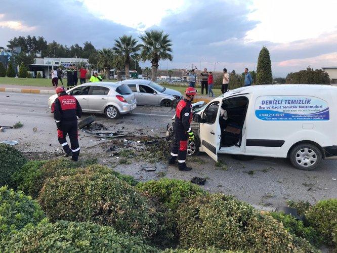 GÜNCELLEME - Denizli'de zincirleme trafik kazası: 1 ölü, 2 yaralı