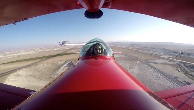 """Baba kız akrobasi pilotlarından Ata'ya """"saygı uçuşu"""""""