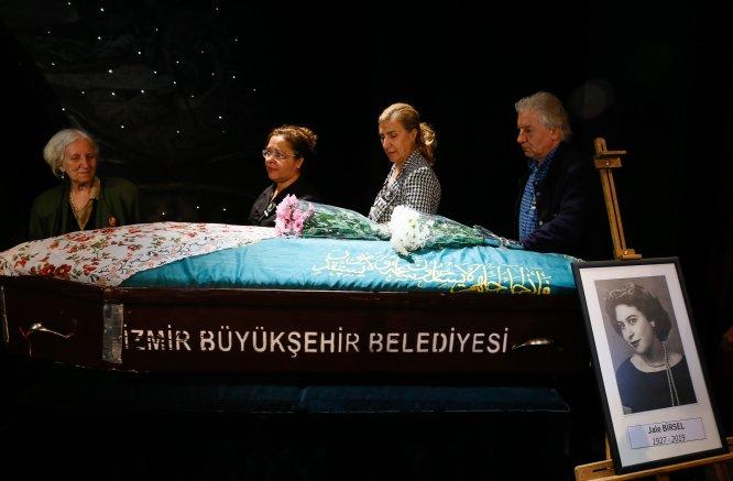 GÜNCELLEME - İzmir'de, vefat eden tiyatro sanatçısı Jale Birsel için veda töreni düzenlendi