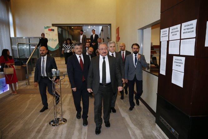 """DÜZELTME- """"Türkiye'de geçici koruma altındaki 5,8 milyon kişi aşılandı"""" haberimizin başlığı """"Türkiye'de geçici koruma altındakilere 5,8 milyon doz aşı uygulandı"""" şeklinde değiştirilmiştir.Haberimizi düzelterek yeniden yayıml"""