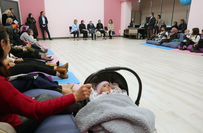 Emine Erdoğan, İlk Adım Ebe Gebe Okulu tanıtımına katıldı