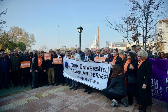 Eskişehir'de erkekler kadına şiddete dikkati çekmek için yürüdü