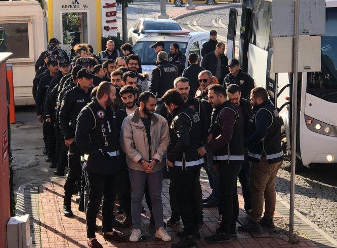 GÜNCELLEME - Kocaeli'deki FETÖ operasyonunda adliyeye sevk edilen 18 şüpheliden 2'si tutuklandı