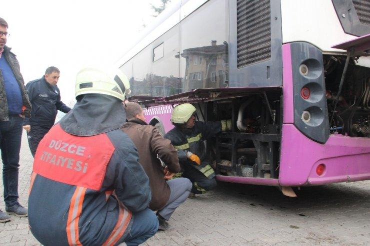 Otobüsü yanmaktan şoför kurtardı