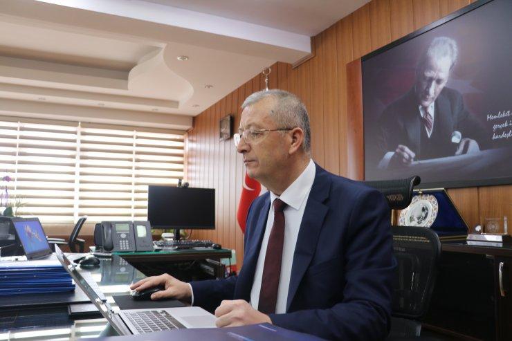 """Isparta Emniyet Müdürü Akay, AA'nın """"Yılın Fotoğrafları"""" oylamasına katıldı"""