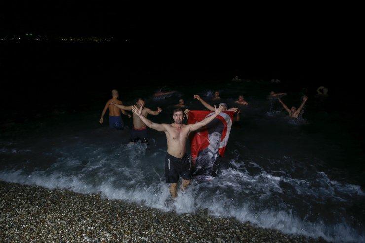 Yeni yılı denizde karşıladılar