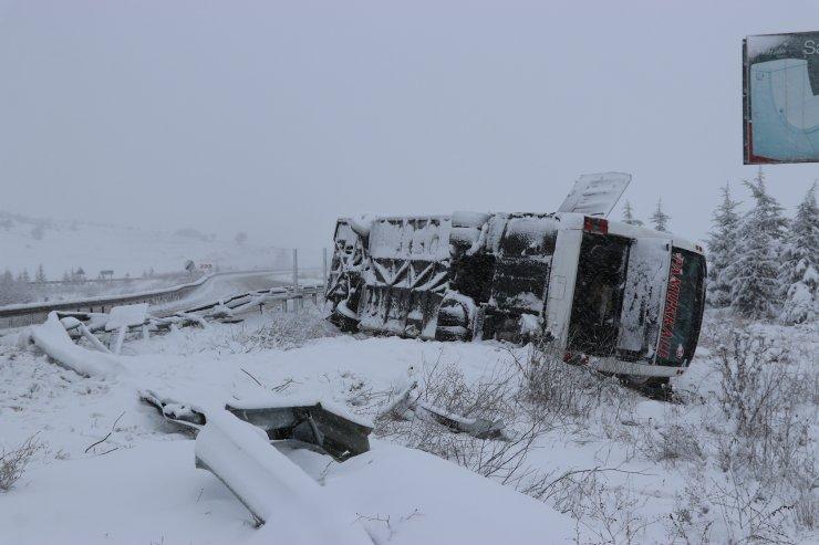 GÜNCELLEME - Kütahya'da yolcu otobüsü devrildi: 21 yaralı