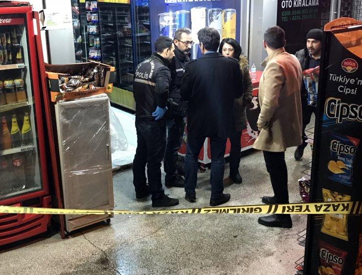 Bursa'daki silahlı market soygunu güvenlik kamerasında