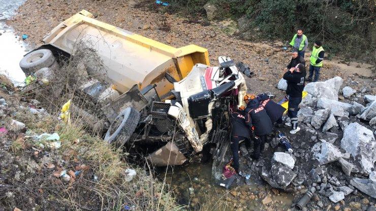 GÜNCELLEME - Zonguldak'ta otomobil ile kamyon çarpıştı: 1 ölü, 4 yaralı