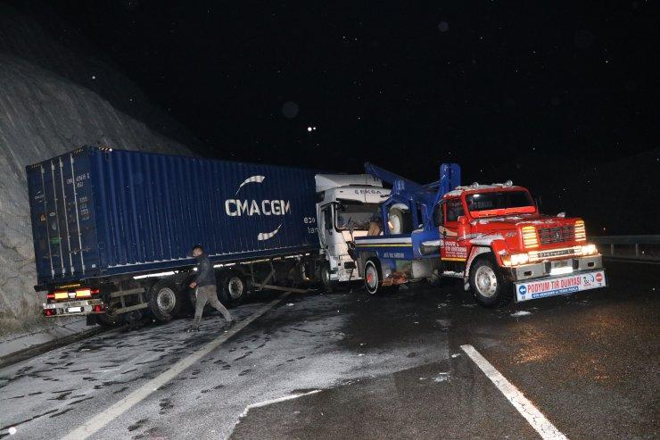 Niğde-Adana otoyolundaki zincirleme kazada ölenlerin sayısı 3'e yükseldi