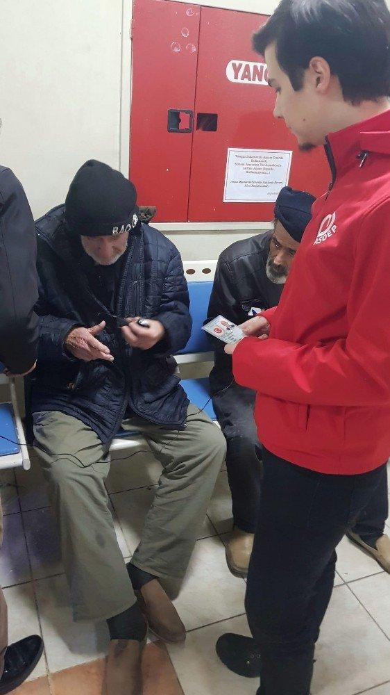İzmir'de hastane acil servisinde kalan evsizler barınma merkezlerine yerleştirildi