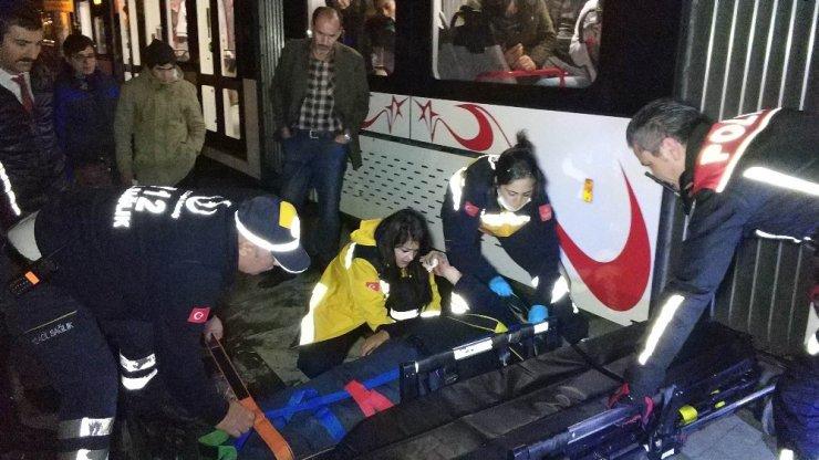 Samsun'da tramvay yayaya çarptı: 1 yaralı