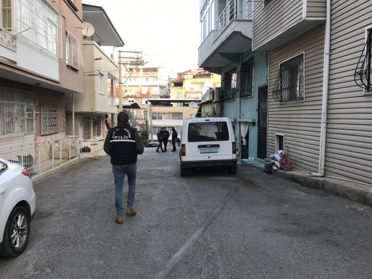 GÜNCELLEME 2 - İzmir'de eski eşi tarafından darbedilip tüfekle vurulan kadın öldü