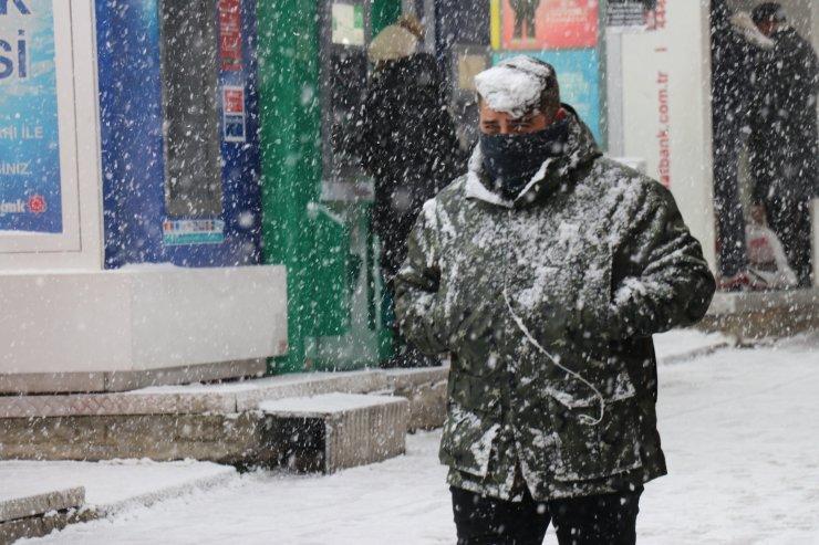 Bolu'da yoğun kar etkili oluyor