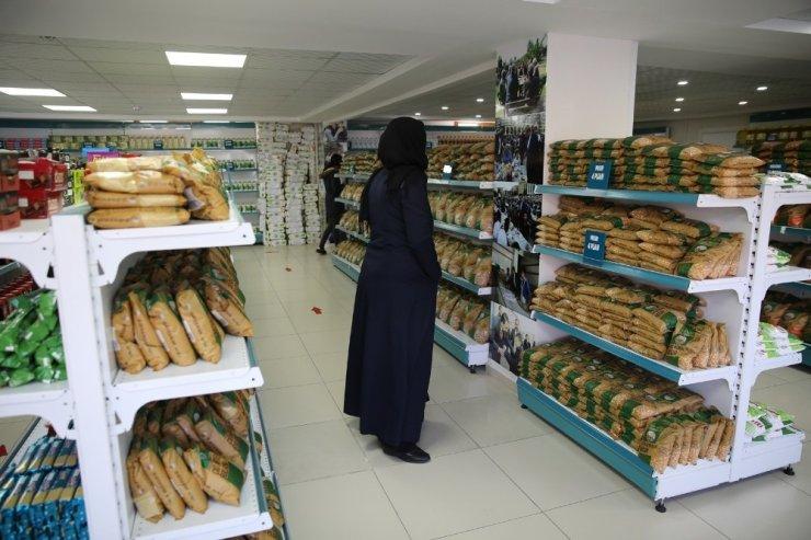 Sosyal market kapılarını vatandaşlara açtı