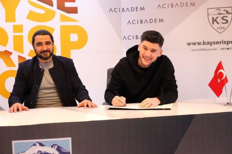 Sapunaru ve Emre Taşdemir sözleşme imzaladı