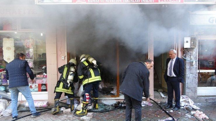 Isparta'da çeyiz eşyası satılan iş yerinde korkutan yangın