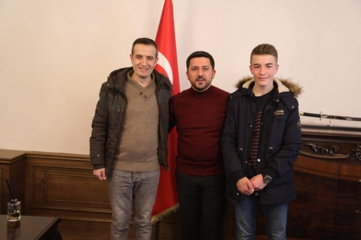 Başkan Arı, Türkiye birincisi olan sporcuyu tebrik etti