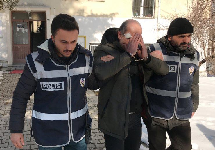 """Tutuklanan """"Peruklu hırsızın"""" Hülya Avşar'ın evinin soyulmasıyla ilgili arandığı ortaya çıktı"""