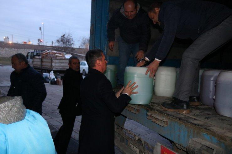Gölbaşı'nda depremzedelere 3 tır yardım malzemesi gönderildi