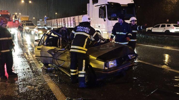 Kocaeli'de otomobil ile kamyonet çarpıştı: 4 yaralı