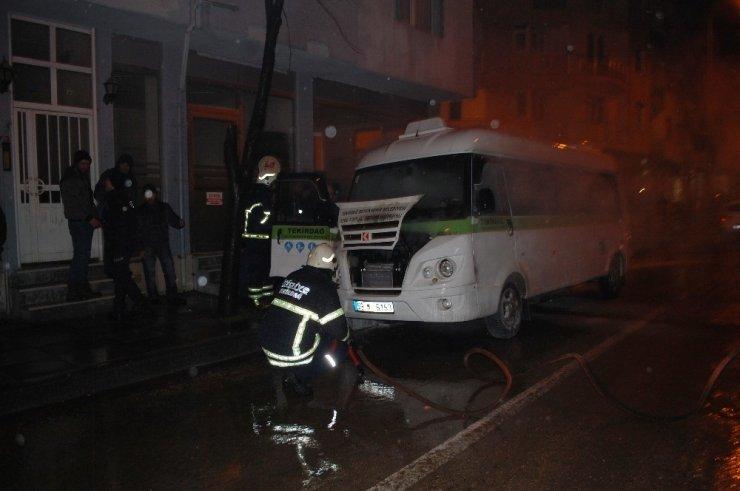Tekirdağ'da yolcu minibüsü alev alev yandı