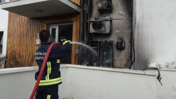 Klima ünitesinde çıkan yangın turistleri korkuttu