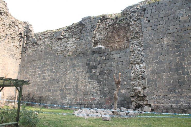 Elazığ depremi, UNESCO Dünya Mirası Listesi'nde bulunan surları da etkiledi