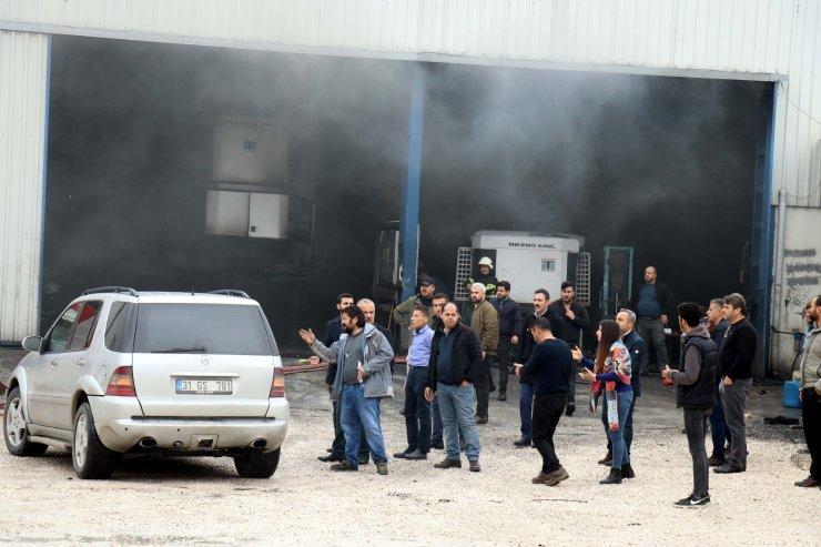Hatay'da taşıtlara soğutma sistemi takılan işletmede yangın: 2 yaralı