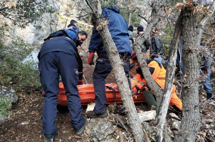 Kaybolan keçilerini ararken uçurumdan düşerek öldü