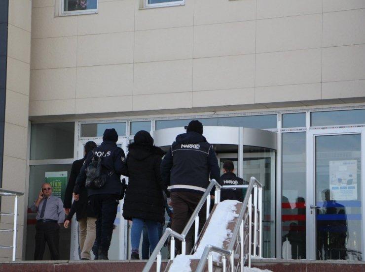 Kars'a uyuşturucuyu bağırsaklarında sokarken yakalanmıştı